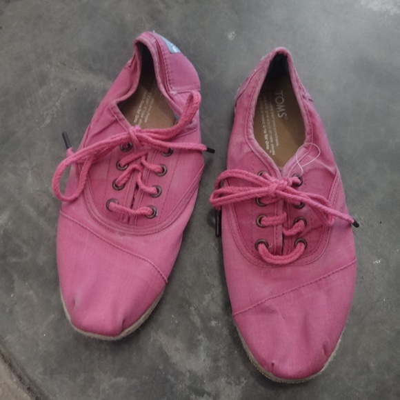 TOMS Shoes | Nwot Canvas Tennis Pink
